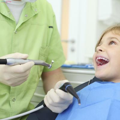 Cách nhổ răng không đau đớn cho trẻ